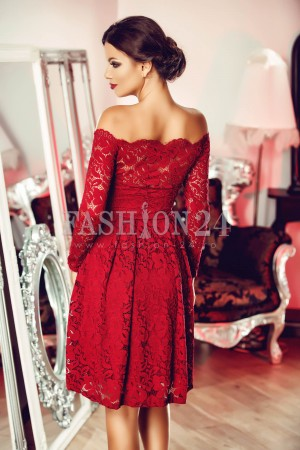 Rochie Red Appearance