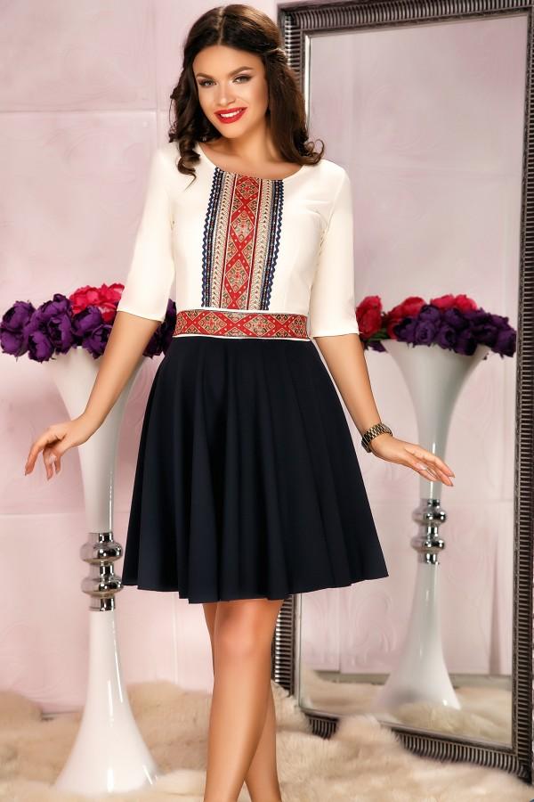 Rochie bleumarin traditional cu pliuri si design in talie