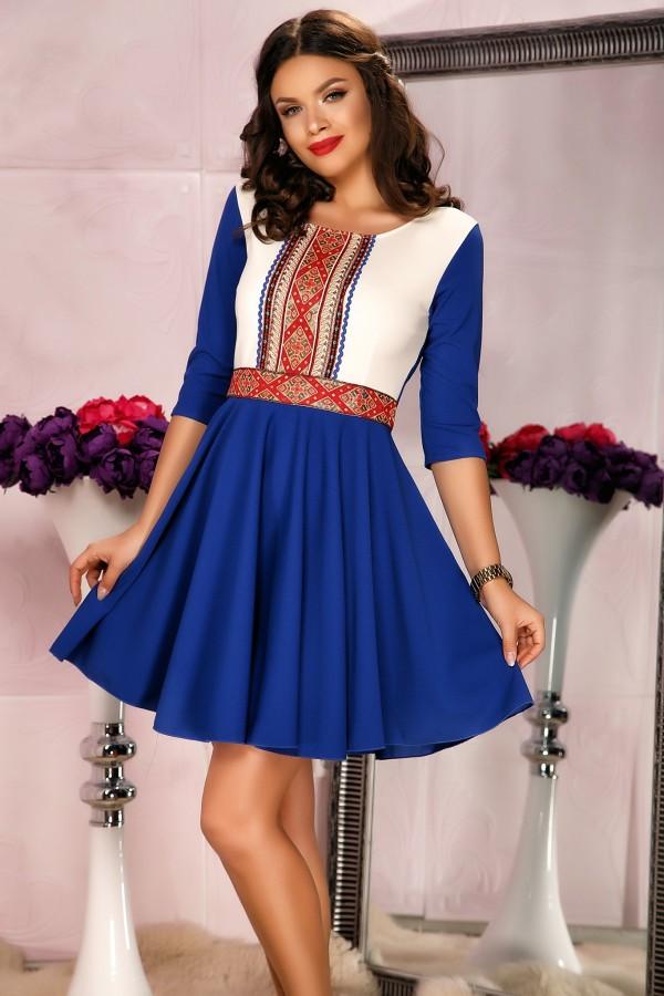 Rochie albastru traditional cu pliuri si design in talie