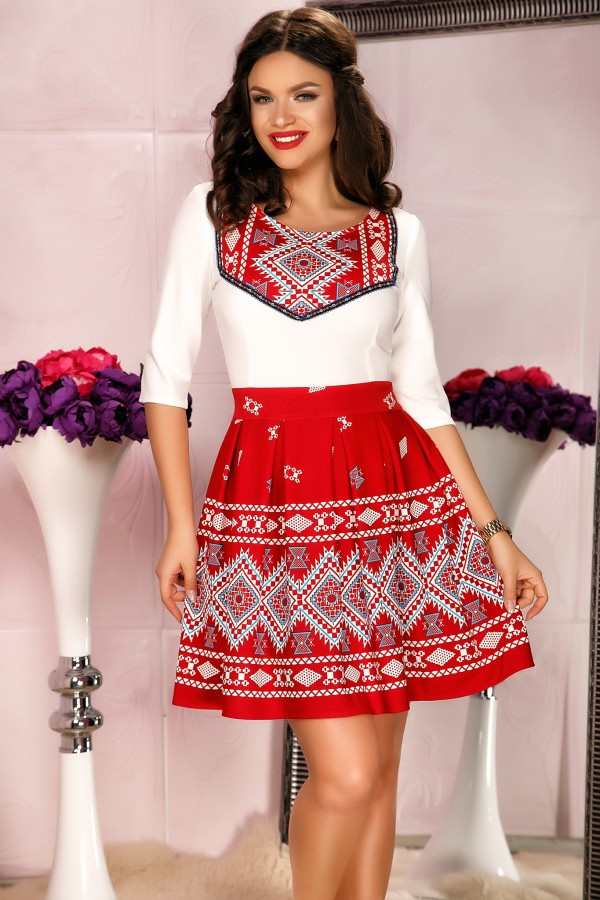 Rochie rosie traditionala in clos