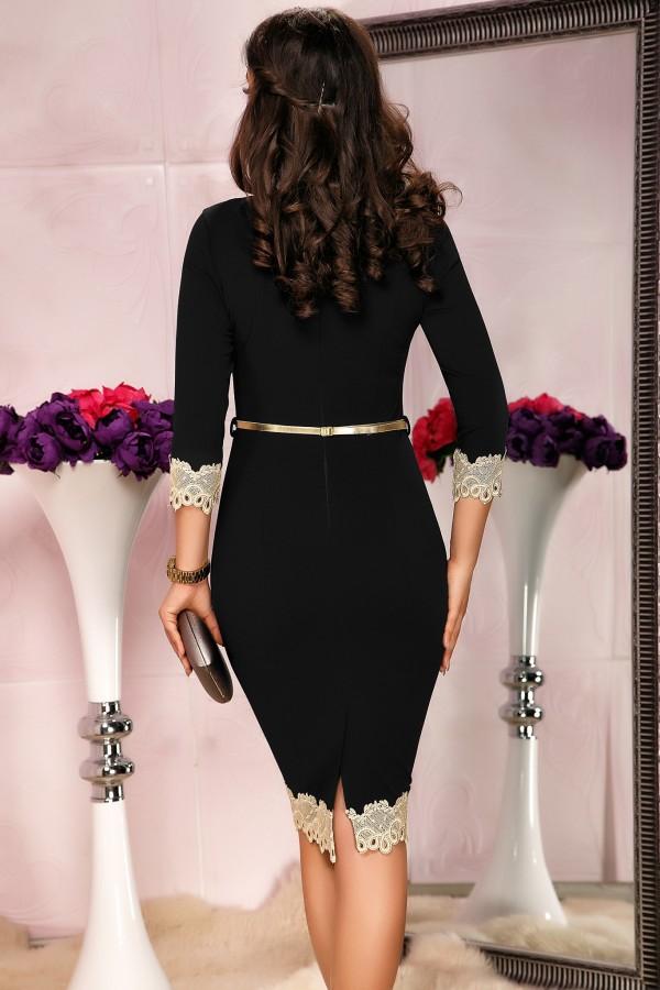 Rochie neagra mulata pe corp cu design auriu