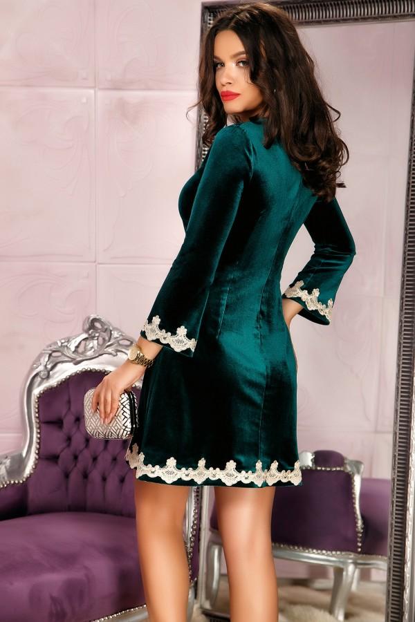 Rochie verde din catifea cu broderie gold