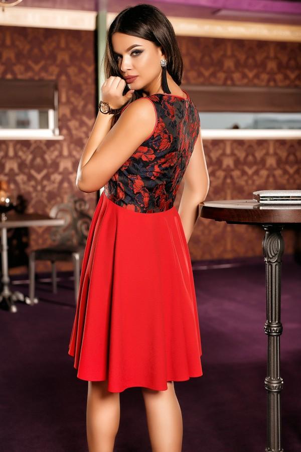 Rochie rosie cu fusta in clos si imprimeuri