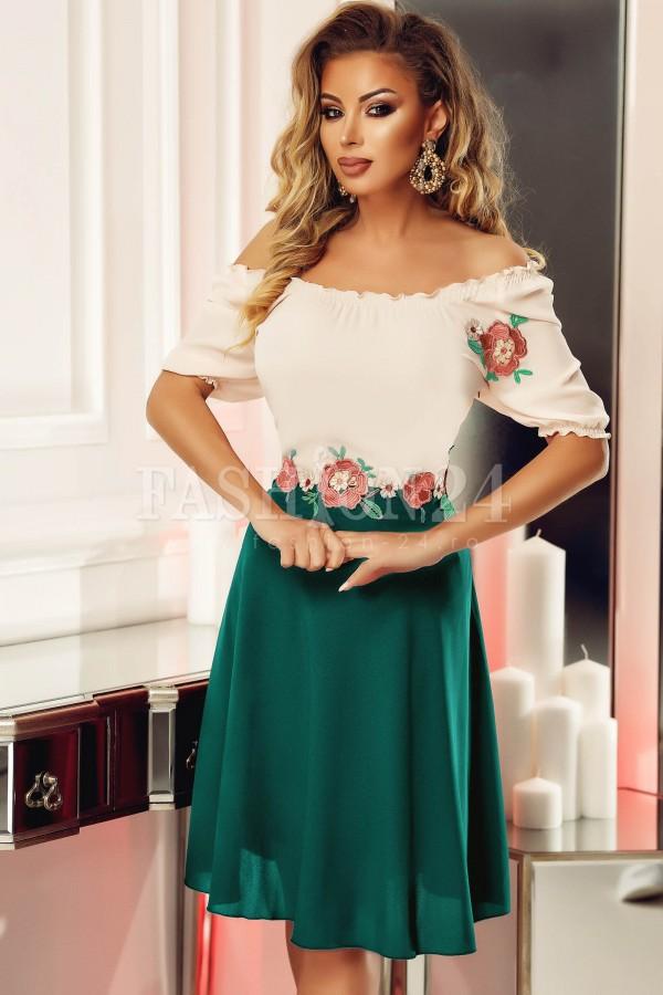 Rochie verde cu flori traditionala in clos