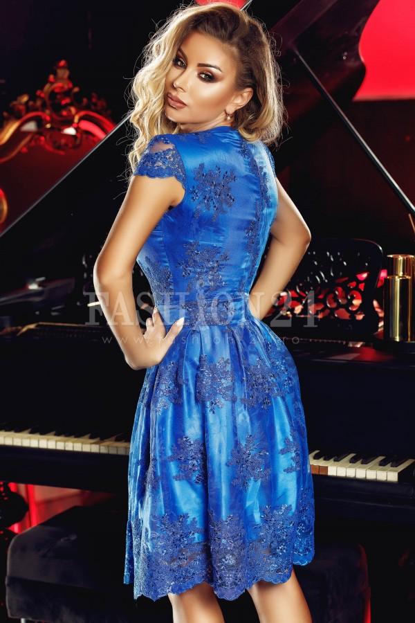 Rochie albastra in clos cu dantela
