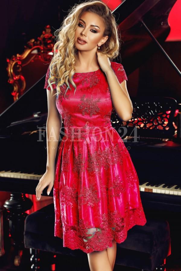 Rochie rosie in clos cu dantela