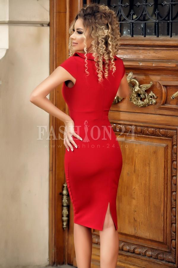 Rochie de seara rosie cu design deosebit
