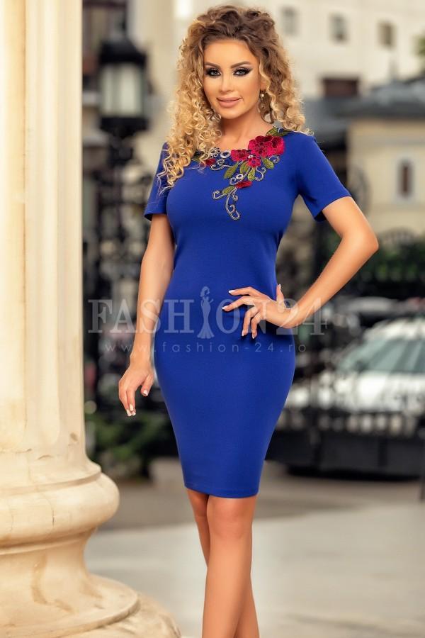 Rochie albastra cu broderie florala