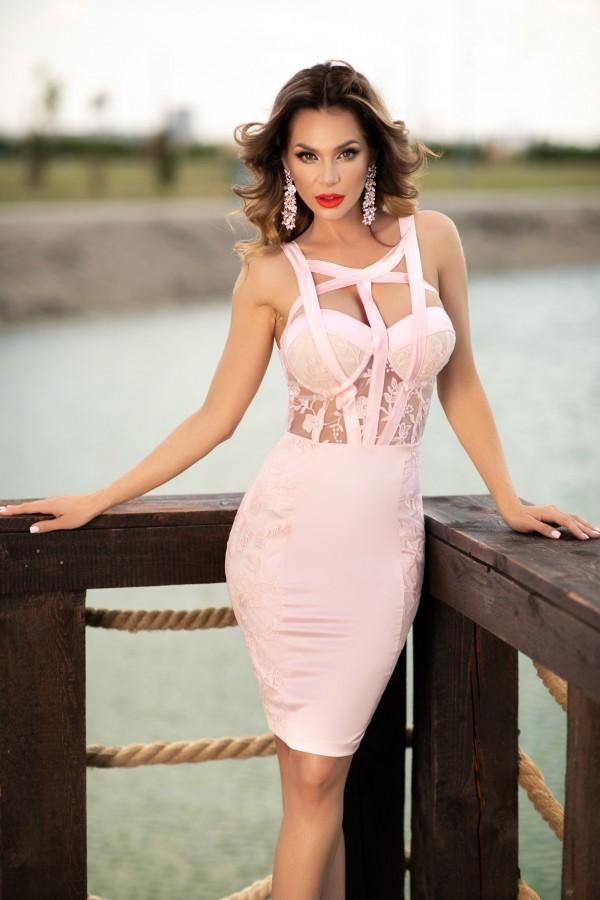 Rochie Sara roz cu dantela aplicata