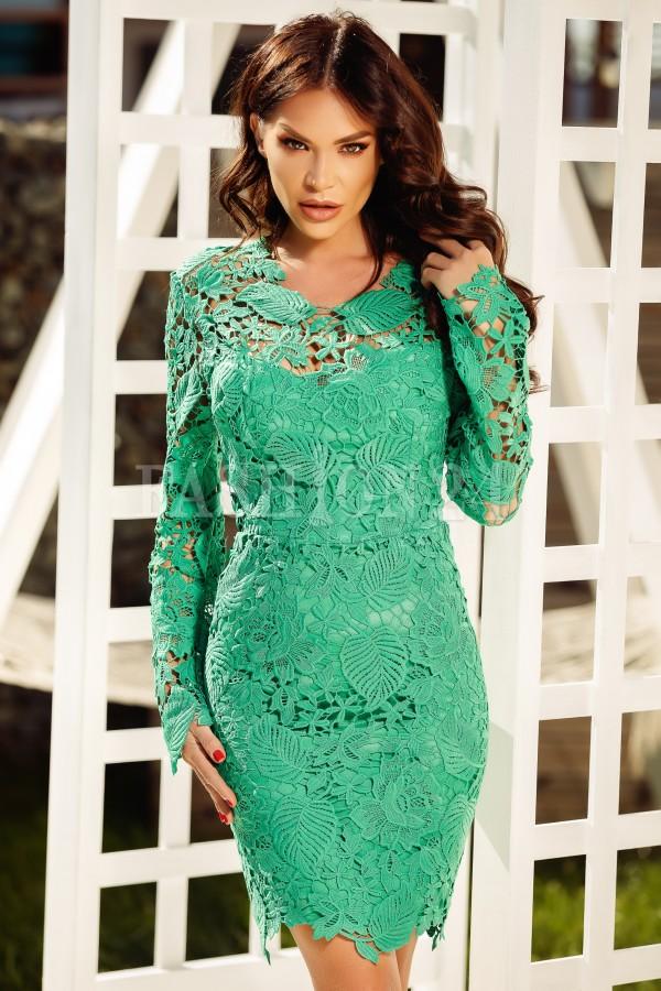 Rochie verde din dantela cu spatele gol