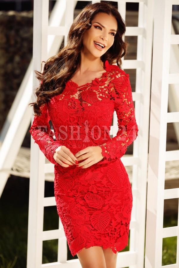 Rochie rosie din dantela cu spatele gol