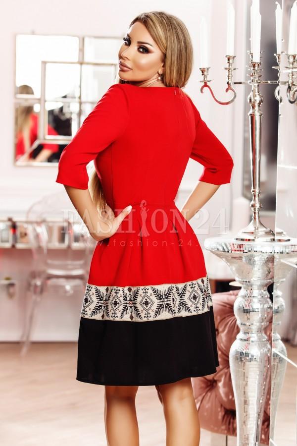 Rochie Adela rosie cu nasturi decorativi