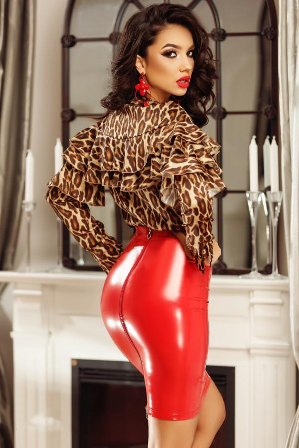 Compleu elegant cu imprimeu leopard si fusta rosie