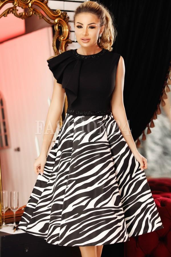 Rochie de seara eleganta negru si alb in clos