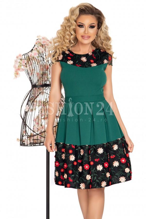 Rochie verde in clos cu bordura imprimata