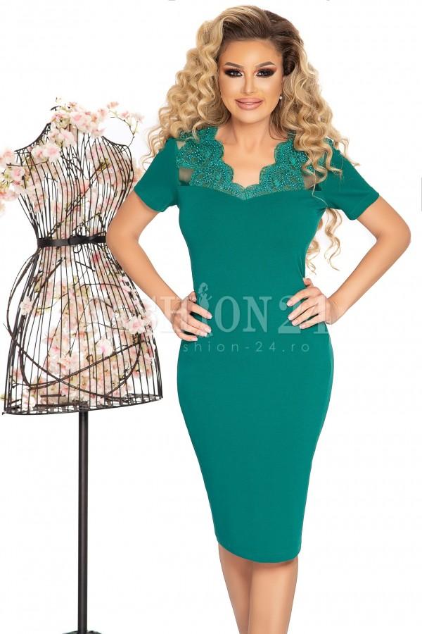 Rochie eleganta in nuante de verde cu broderie