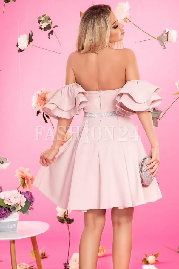 Rochie de seara roze cu umerii lasati