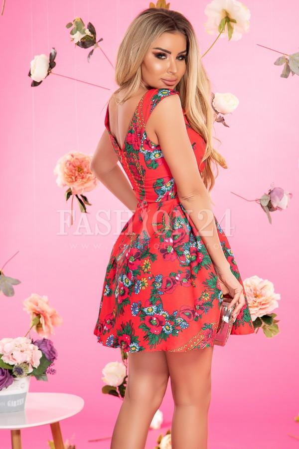 Rochie rosie in stil traditional in clos
