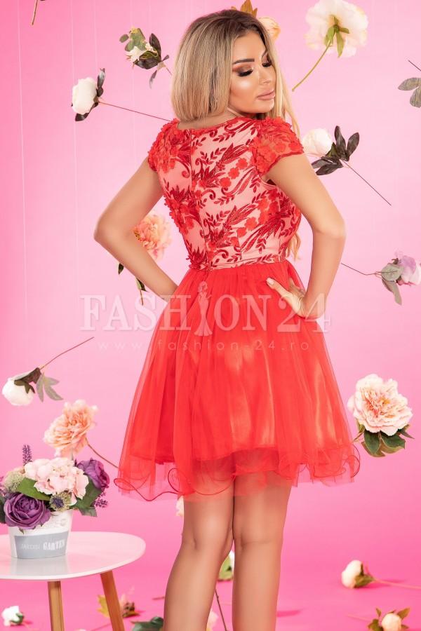 Rochie Anda rosie in clos cu dantela