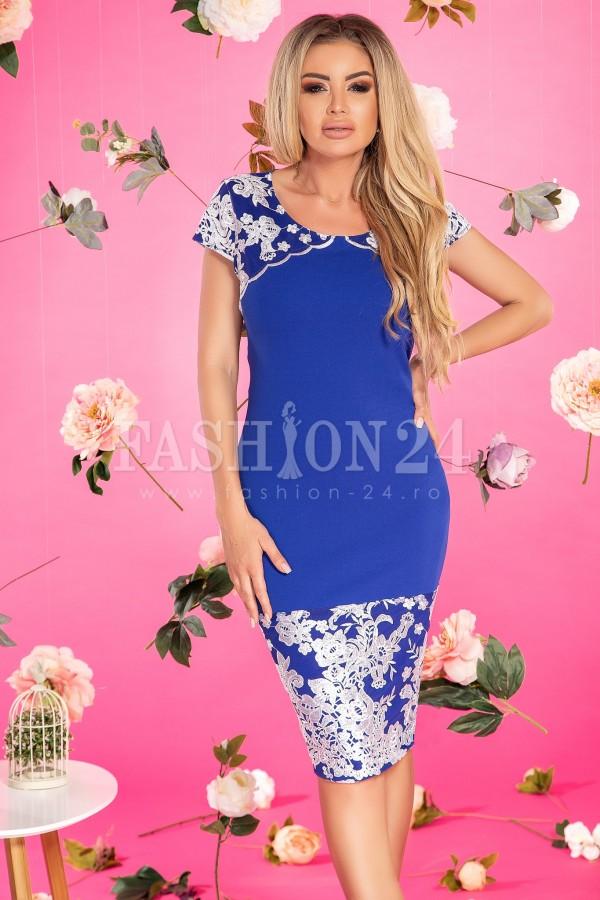 Rochie albastra lejera pe corp
