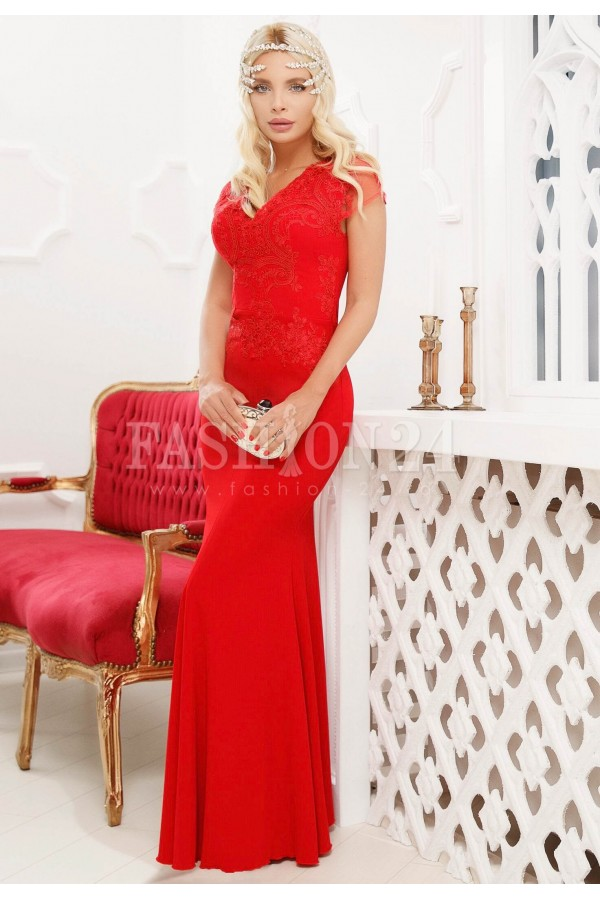 Rochie lunga rosie cu broderie din dantela