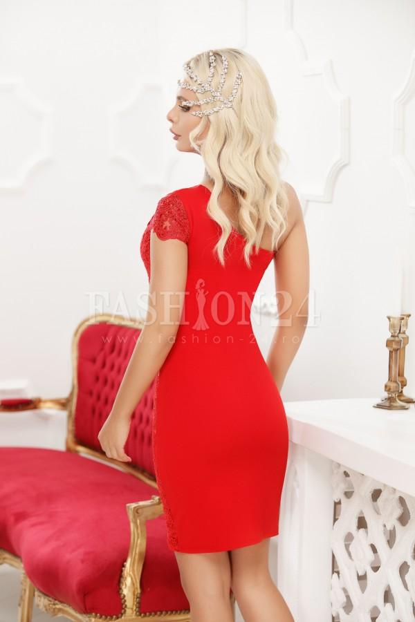 Rochie rosie cu dantela aplicata