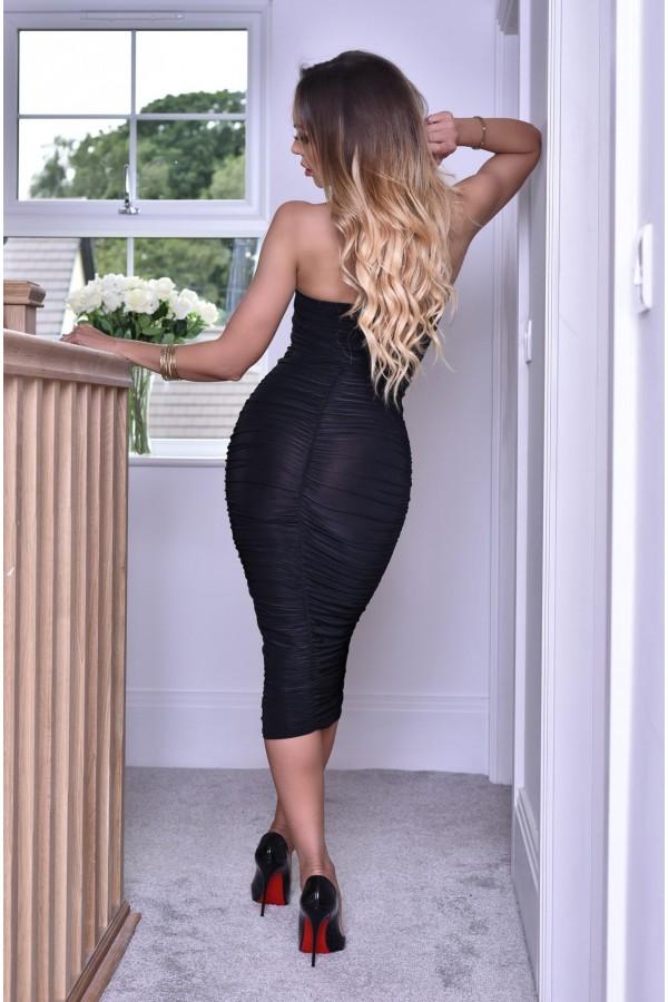 Rochie de seara neagra mulata pe corp accesorizata