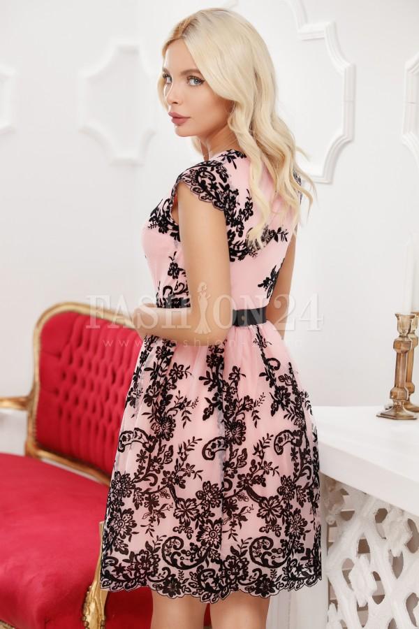 Rochie in clos roz cu insertii din catifea