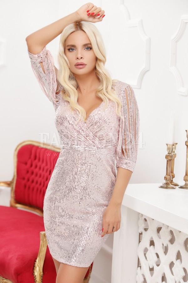 Rochie in nuante de roze cu franjuri pe maneci