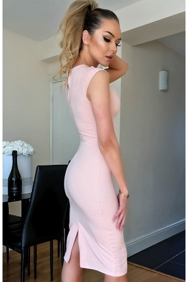 Rochie nude mulata pe corp