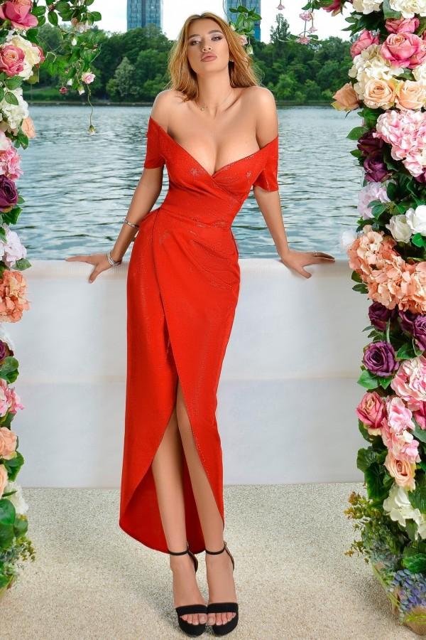 Rochie de seara in nuante de rosu