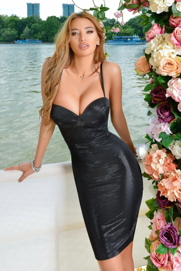 Rochie de seara midi eleganta in nuante de negru