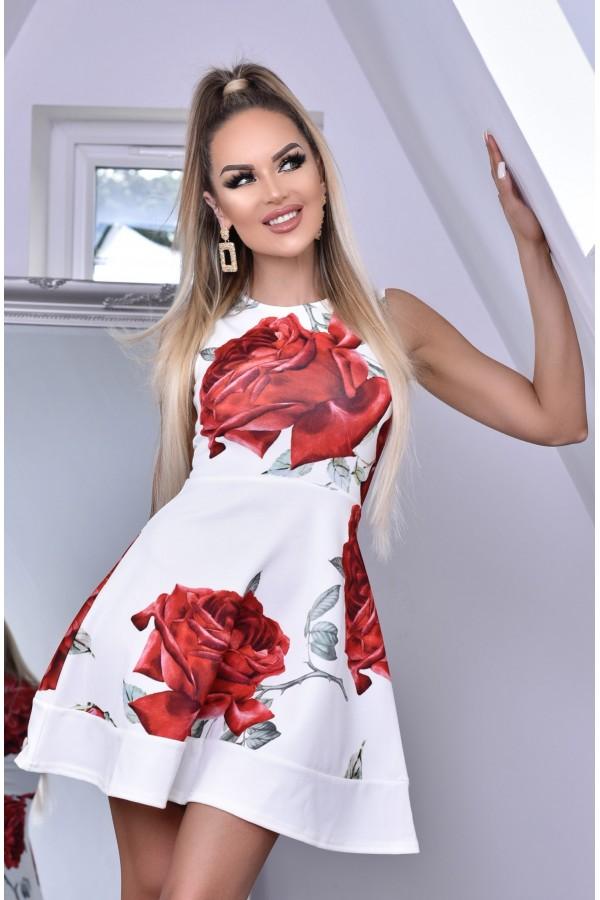 Rochie alba in clos cu imprimemu floral trandafir