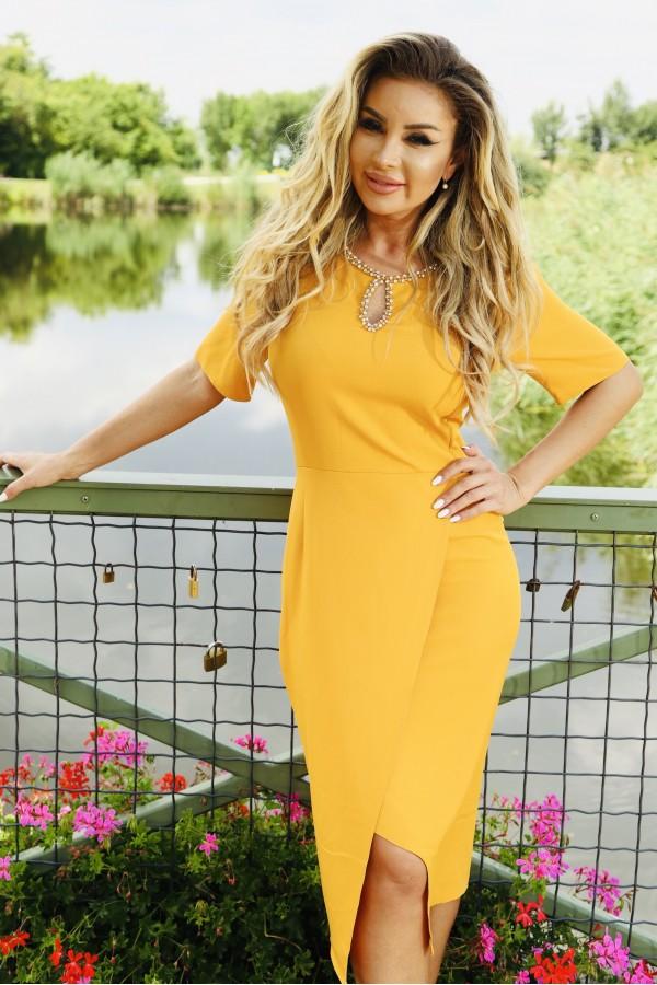 Rochie cu accesoriu in nuante de galben