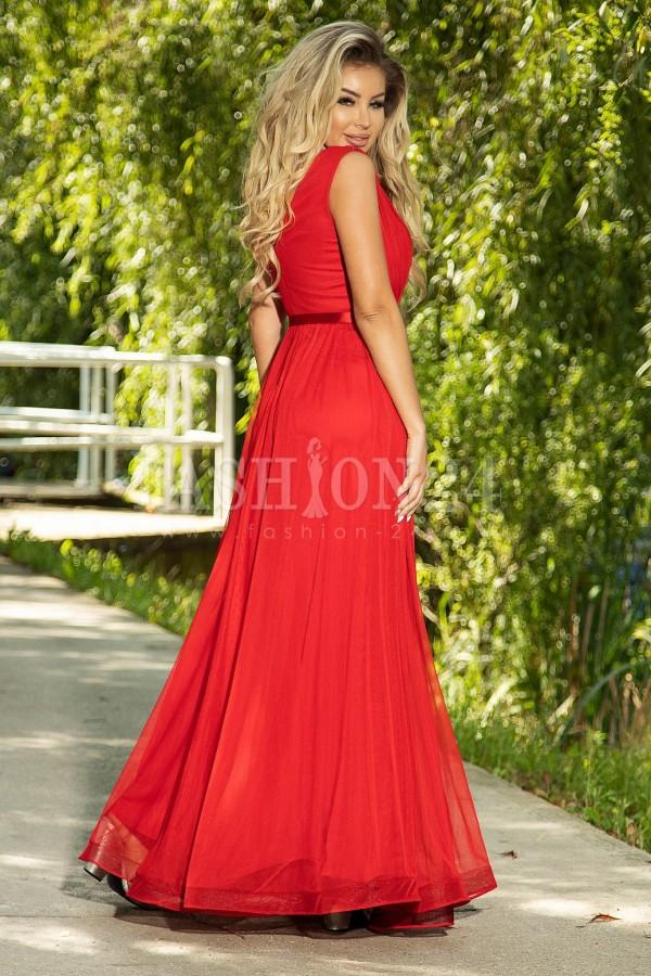 Rochie rosie lunga cu pene pe umar