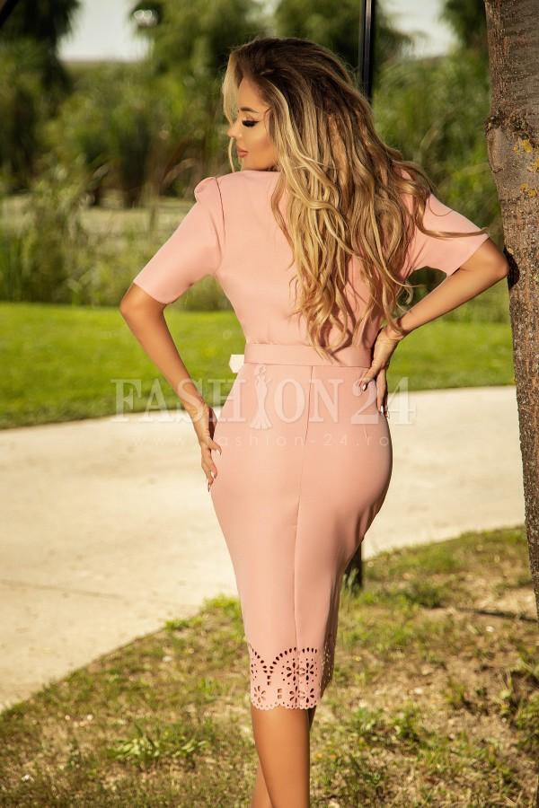 Rochie midi roz eleganta cu decolteu