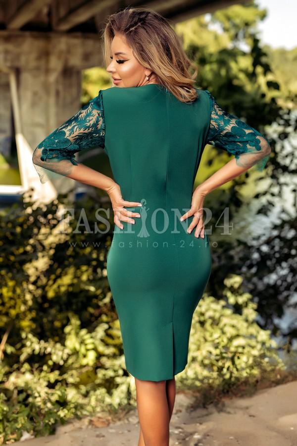 Rochie verde cu dantela in diagonala