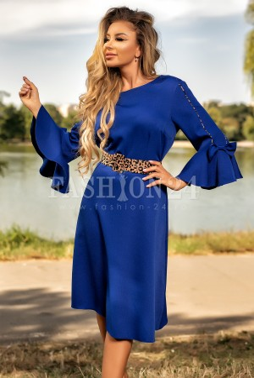 Rochie albastra cu manecile evazate elegant