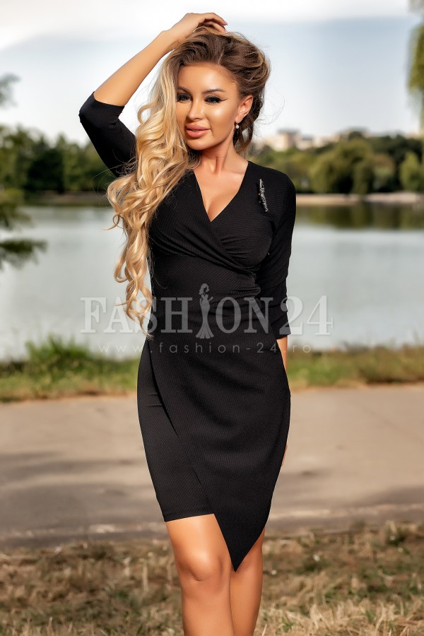 Rochie neagra cu decolteu elegant