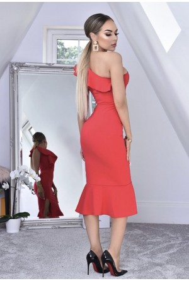 Rochie mulata pe corp in nuante de rosu cu volanase