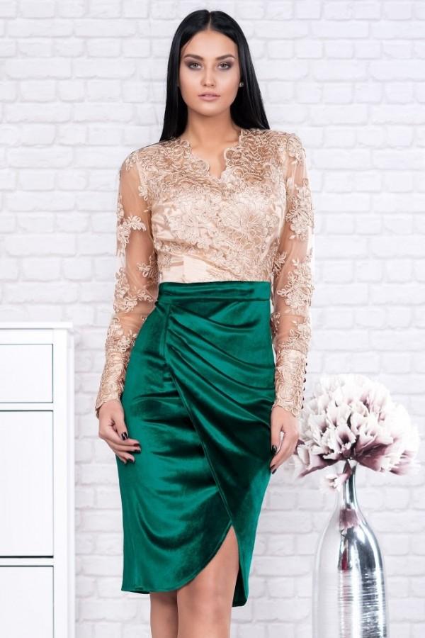 Rochie Larisa auriu cu verde din catifea