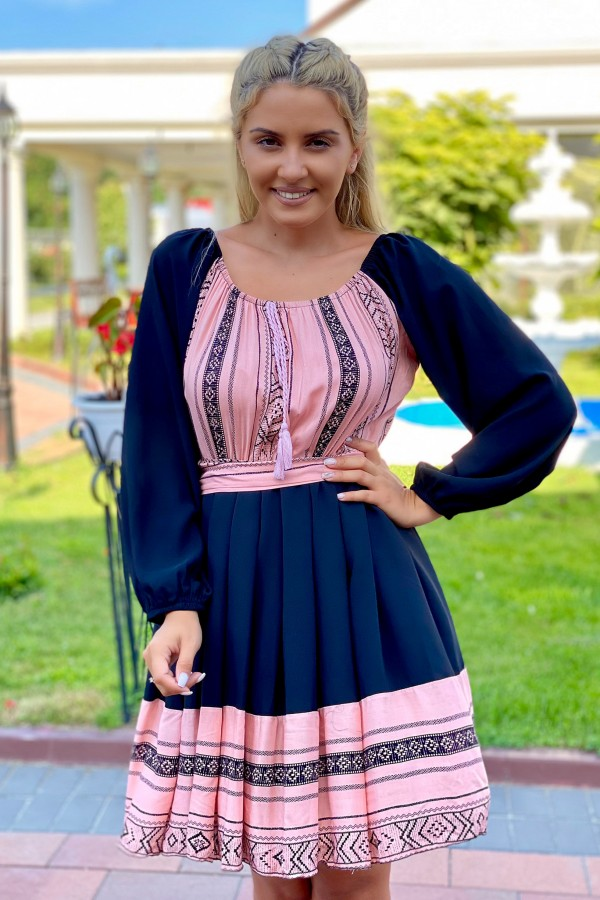 Rochie neagra in stil traditional