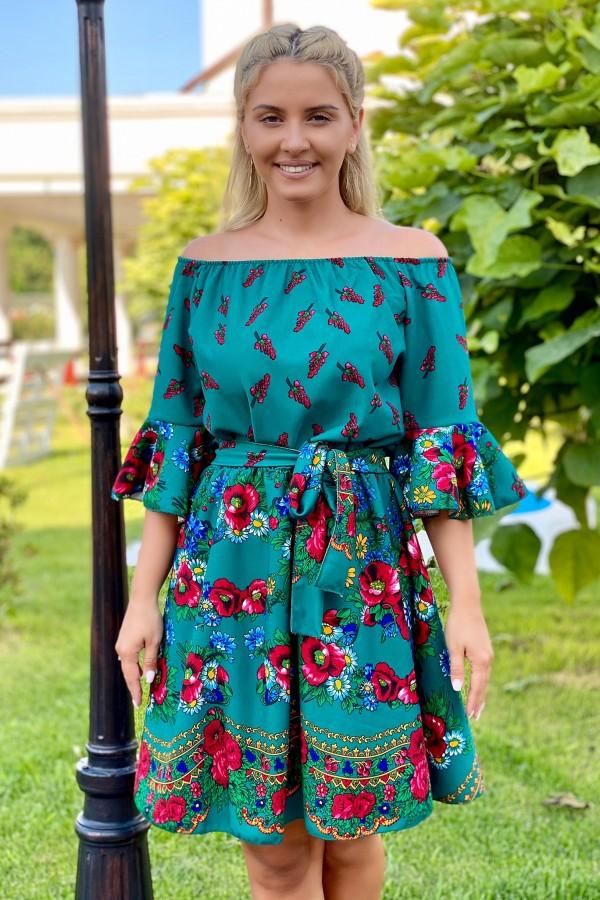 Rochie MAria verde traditionala in clos