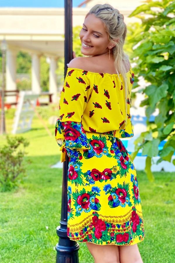 Rochie Maria galbena traditionala in clos