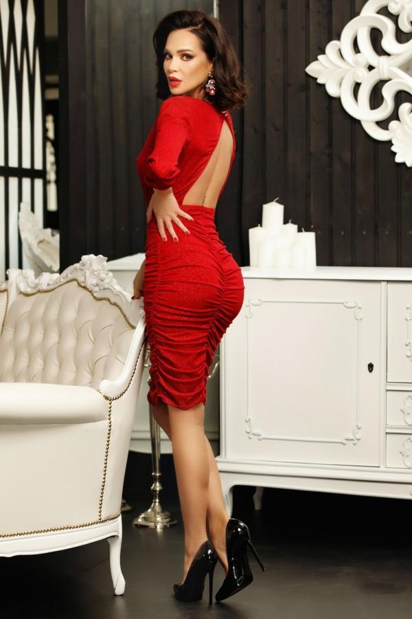 Rochie Lora rosie incretita in lateral