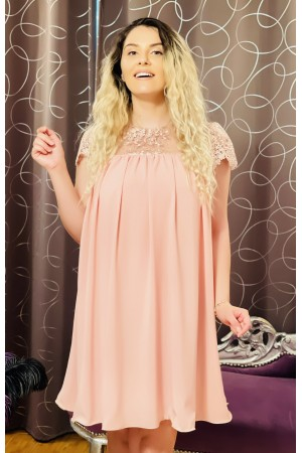 Rochie roz cu dantela si insertii florale