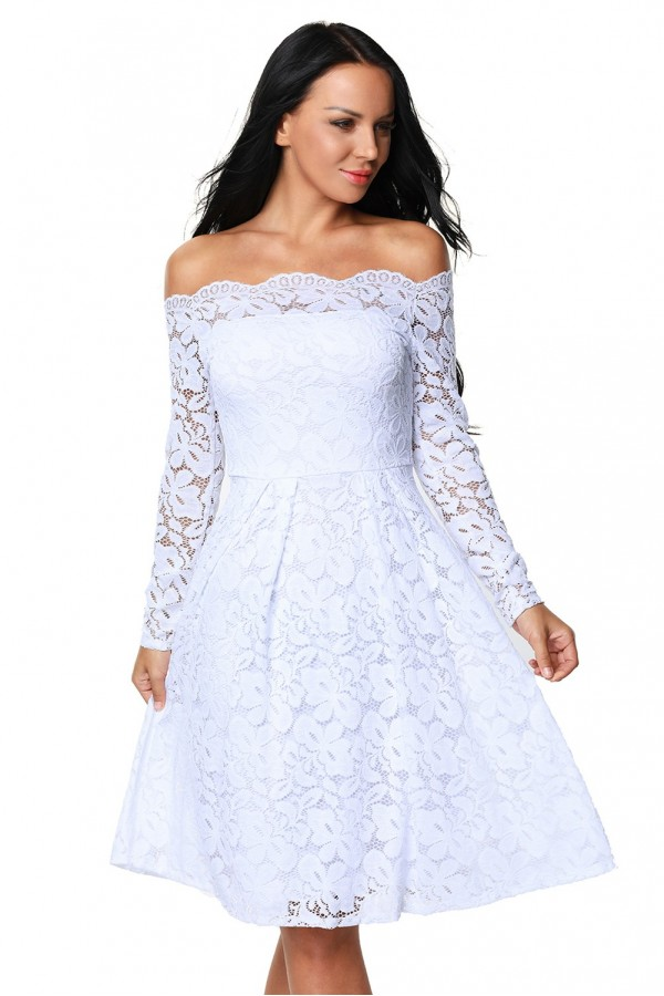 Rochie White  Appearance