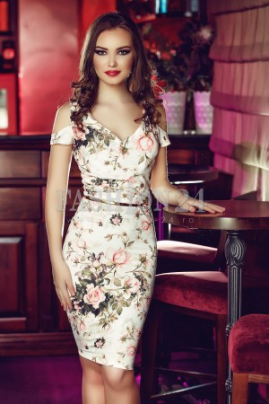 Rochie White Appearence